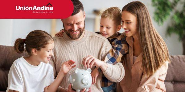 familia en su nueva vivienda con ahorros